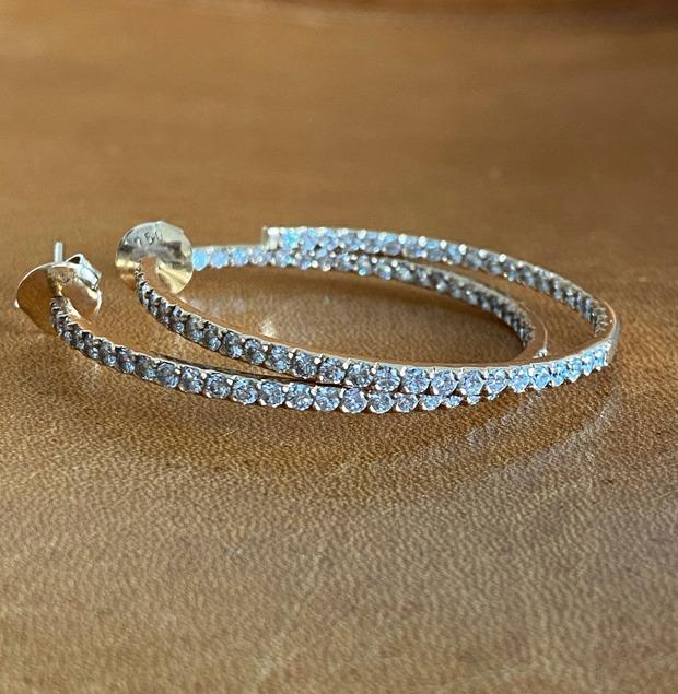 Classic design diamond jewelry