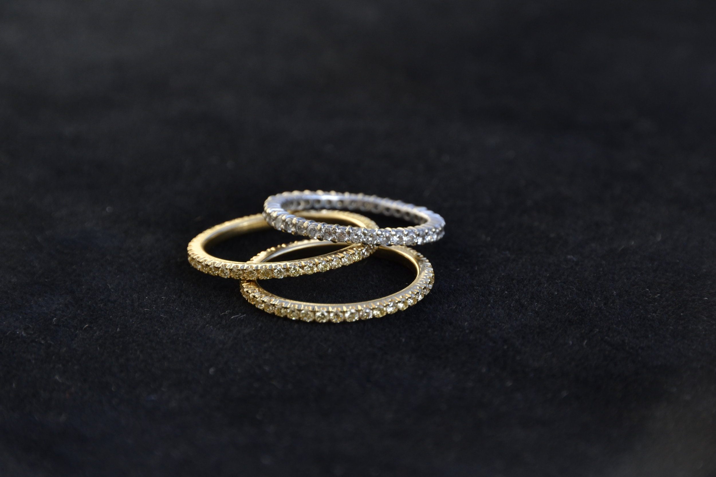 Eternity rings with white and yellow diamonds