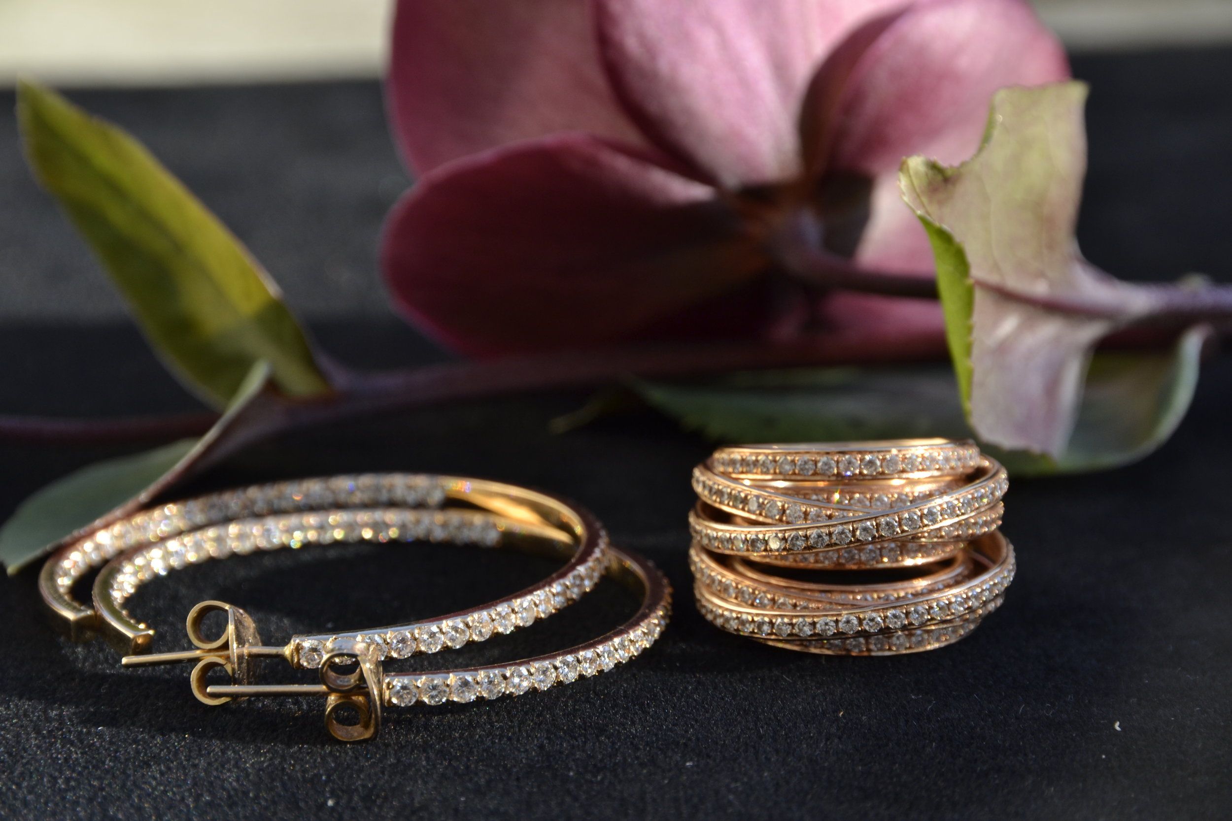 Diamond hoops and ring with diamonds, all in pink gold