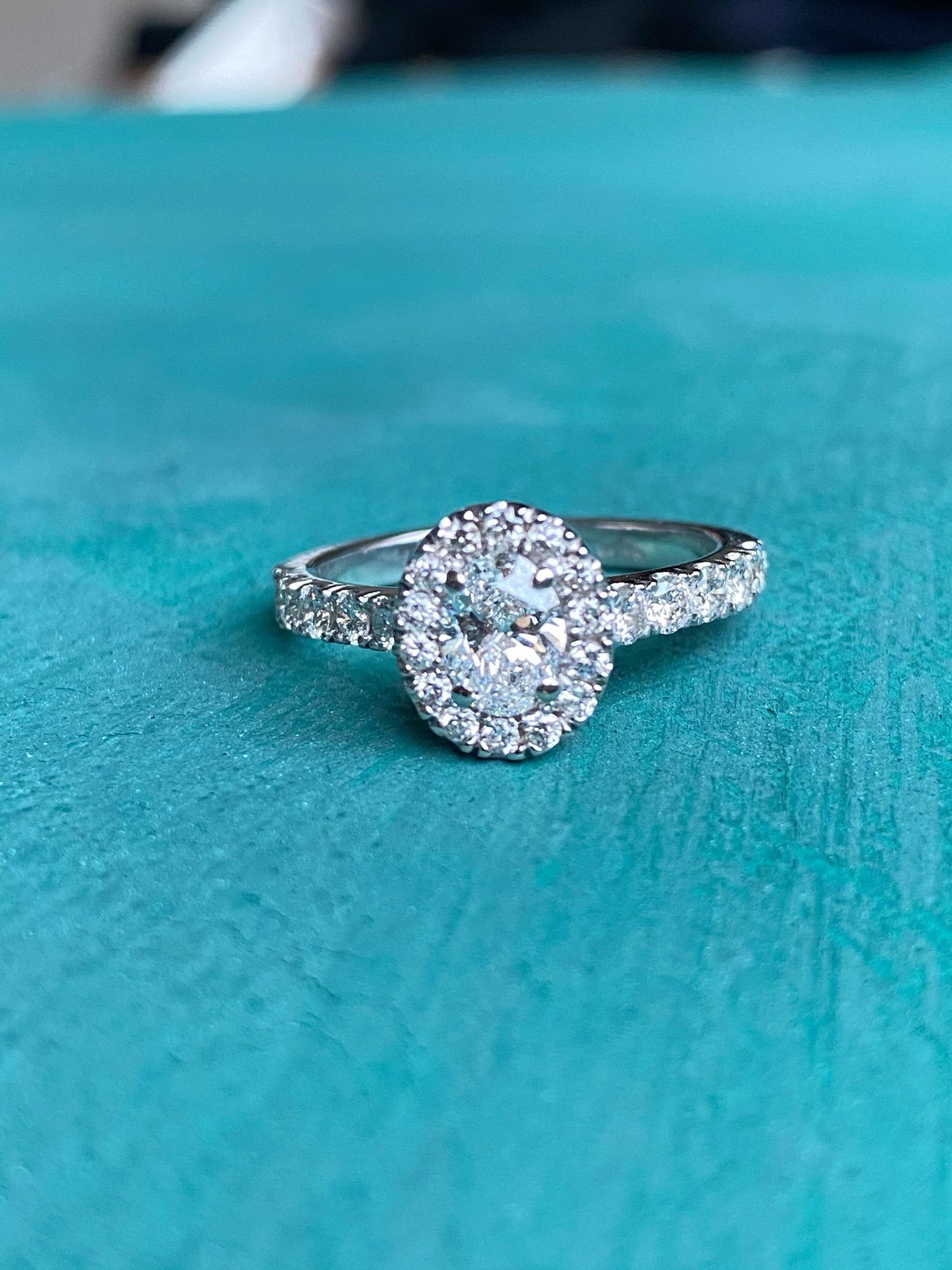 0,5 carat oval diamond set with diamond halo