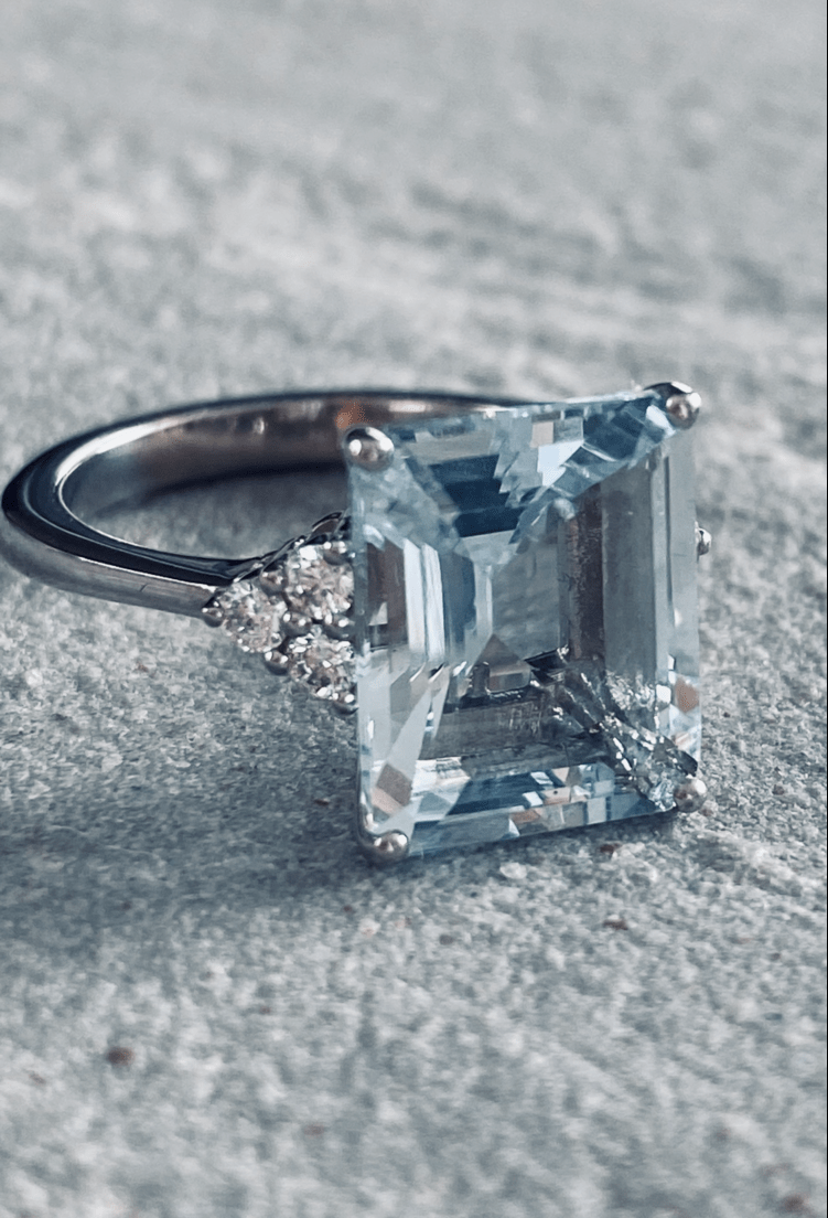 Blue aquamarine set with diamonds