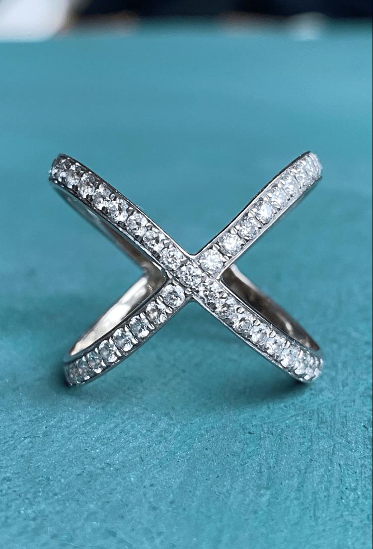 Cross ring with diamonds