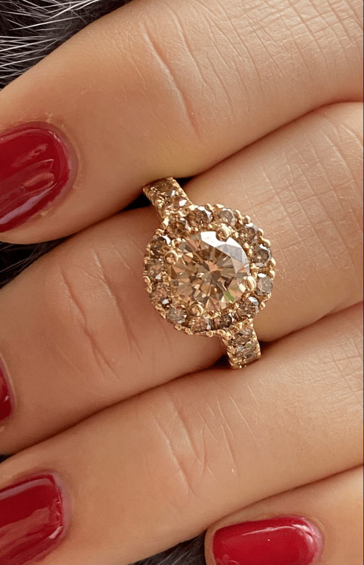 Ring with champagne coloured diamonds