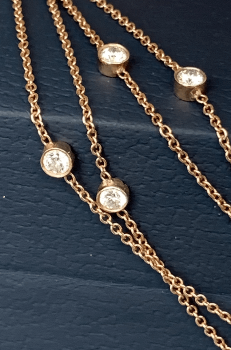 Long necklace with diamonds in pink gold