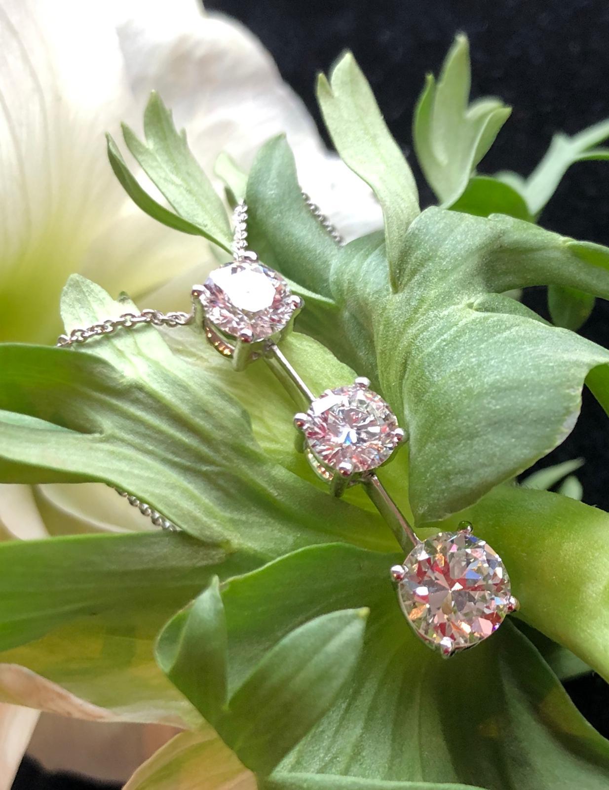 Diamond pendant with 3 brilliant cut diamonds